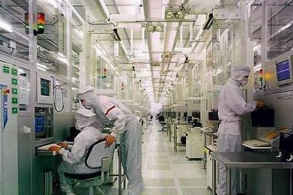 Top 3 memory chip makers' sales fall over 30% in H1
