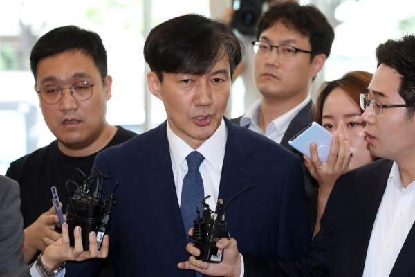 Cho Kuk apologizes over daughter, vows not to step down