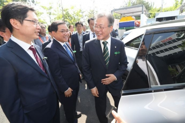 Moon's presidential hydrogen car debuts amid his clean energy drive