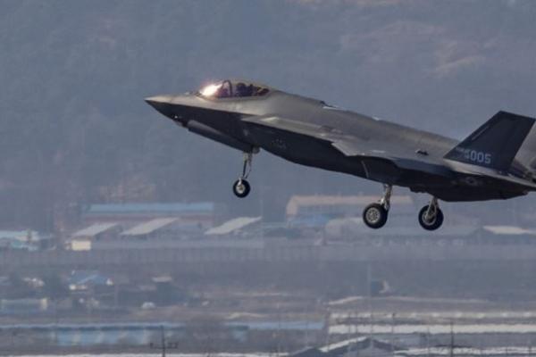 US flies spy plane over Seoul