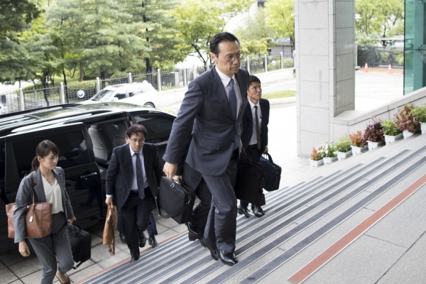 South Korea, Japan find no changes in stances over history, trade row