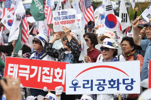 Pro-Park Geun-hye activists disappointed with Supreme Court ruling