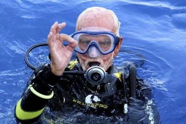 96세 英 스쿠버 다이버, 다이빙 최고령 기록 비공식 경신