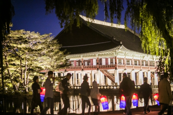 Royal palaces and tombs open doors to all during Chuseok