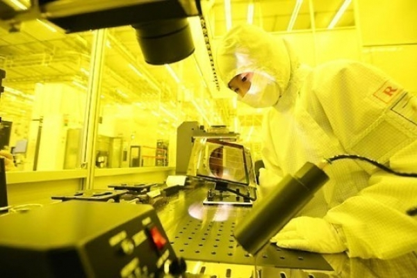 Samsung begins replacing Japanese materials in chip production amid export curbs