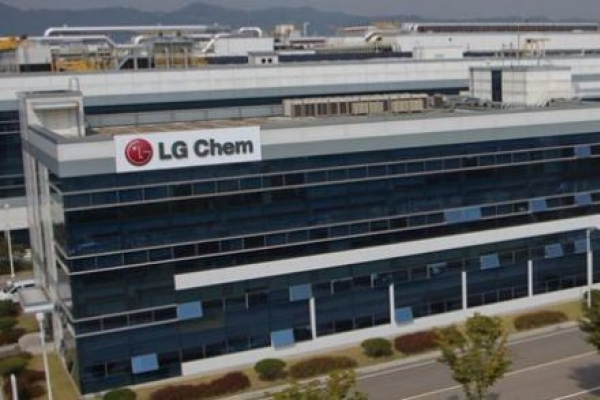 LG Chem, UDC to develop upgraded OLED materials