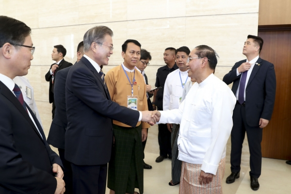 Moon in Laos for summit on business partnerships