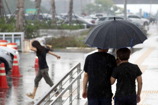 S. Korea braces for strong typhoon