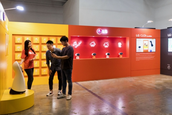LG to showcase CLOi robots at Gwangju Biennale