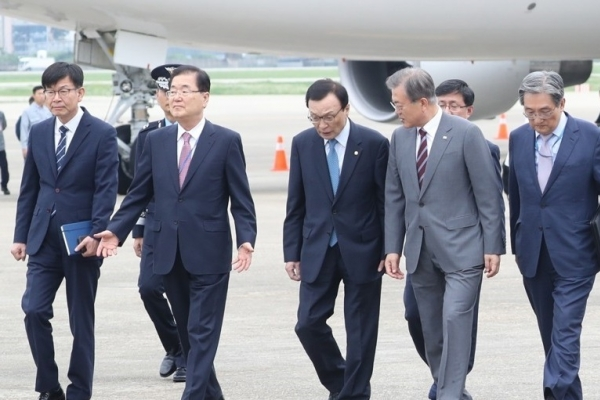 Moon back in Seoul amid political trouble over justice minister pick