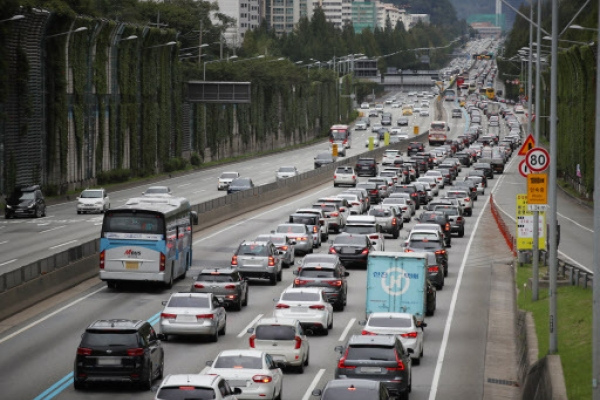 Traffic heavy on expressways on first day of Chuseok holiday