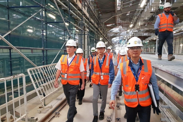 Samsung heir flies to Saudi to check on metro project