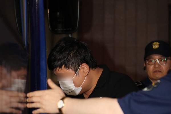 Prosecution requests formal arrest of Cho Kuk's relative
