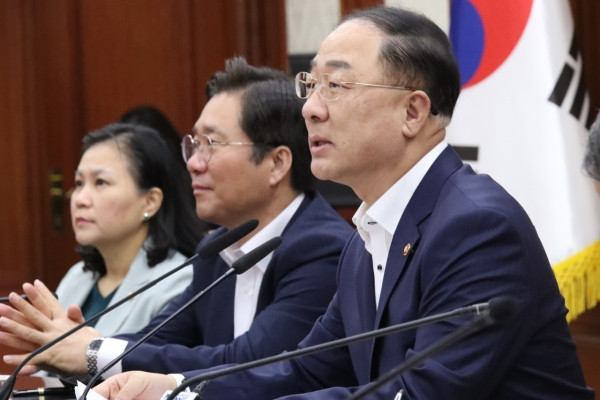 Finance minister urges cautious approach on S. Korea's WTO status
