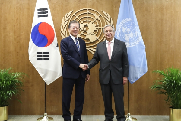 Moon urges UN's support for peace process