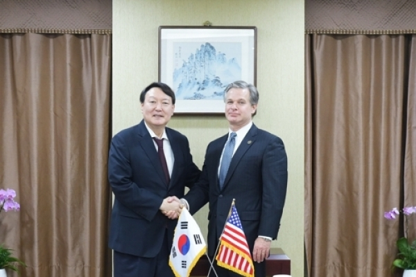 FBI director visits S. Korea, meets top prosecutor, police chief
