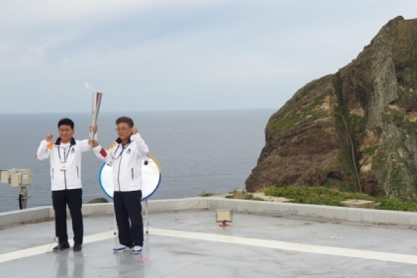 Torch for sports festival lit on Dokdo