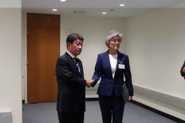 Foreign ministers of S. Korea, Japan meet amid trade, history row