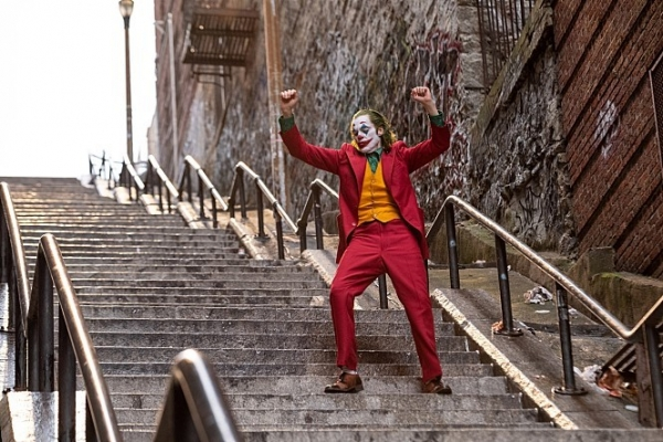 [Herald Review] Send in the clowns: 'Joker' pokes where it hurts for a fiendish joke