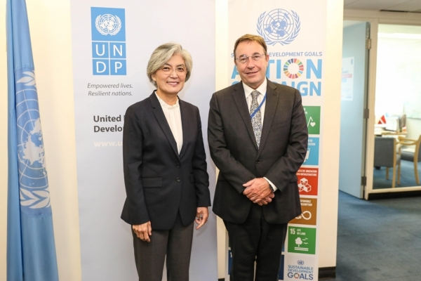 FM Kang meets UNDP chief, holds talks on NK projects