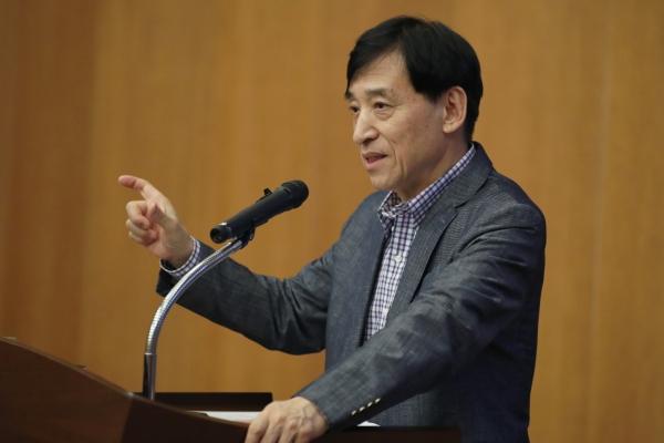 BOK chief admits growth challenges, denies deflation