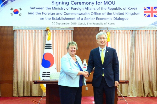 S. Korea, Britain ink MOU on establishment of senior-level economic dialogue