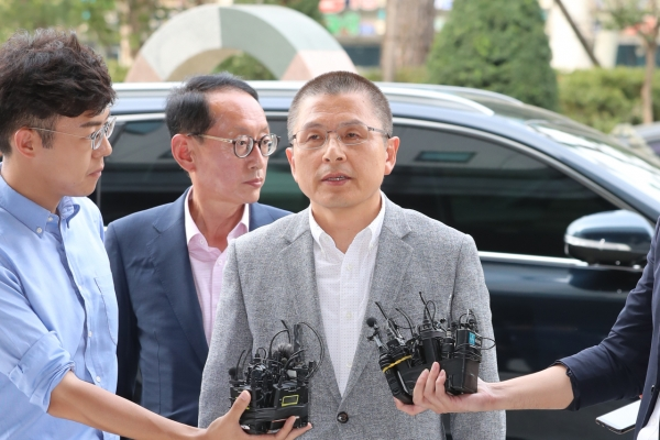Opposition leader appears at prosecution office over 'fast-track' bills row
