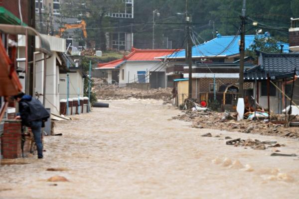 [Newsmaker] Another dead in Busan landslide; typhoon death tolls hits 10