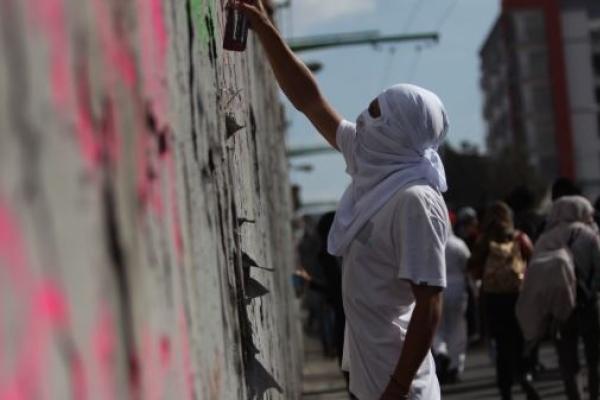 반달리즘 시위에 몸살 앓는 멕시코…인간 '평화의 띠' 등장