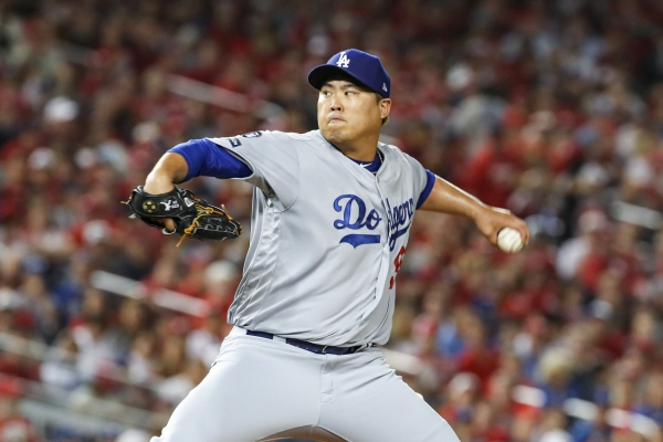 Dodgers' Ryu Hyun-jin wins NLDS Game 3 behind offensive outburst