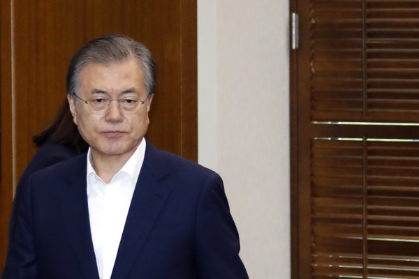 Moon urges speedy prosecution reform