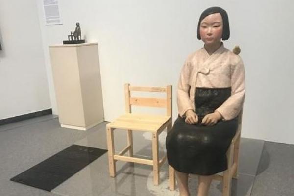소녀상, 日관객 앞에 다시 앉다…극우 반발에도 1천명 인파 몰려(종합)