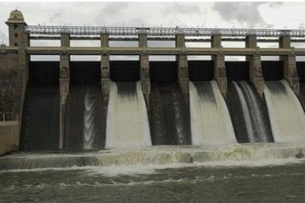 인도서 '셀카 참변'…댐 인근서 새댁 등 가족 4명 익사