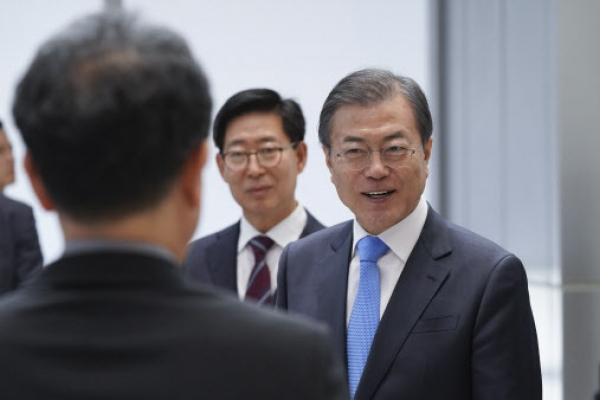Moon to meet with Seoul-based foreign diplomats next Friday