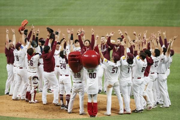 Heroes sweep defending champions, reach 1st Korean Series in 5 years