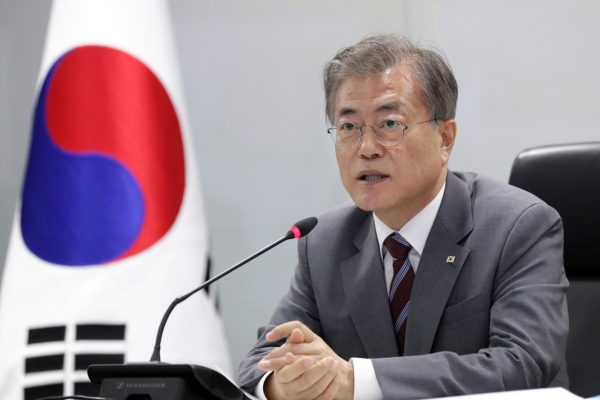 Moon's approval rating rebounds after Cho Kuk resigns: Realmeter