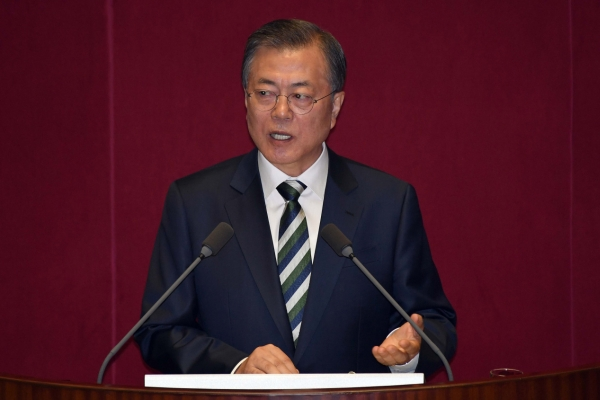 Moon urges parliament to pass budget bill
