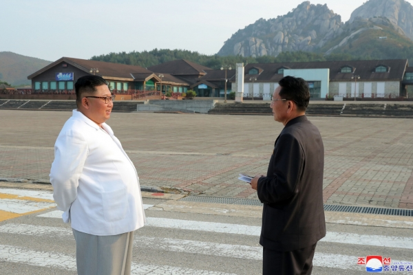 NK leader criticizes father's policy to depend on S. Korea for Mount Kumgang resort