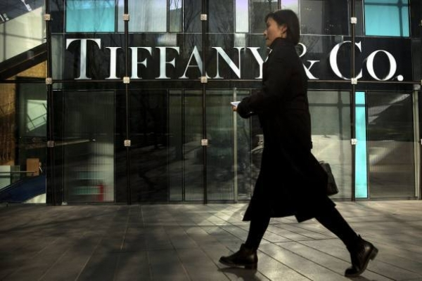 Luxury giant LVMH makes bid for jewellers Tiffany: source