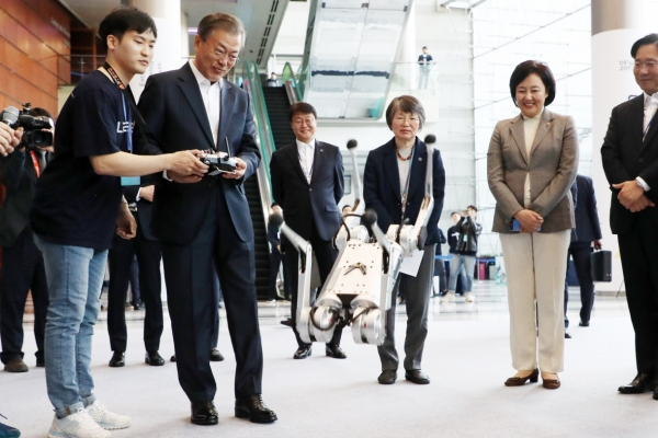 Moon vows more support for AI