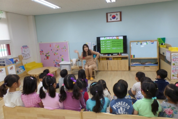 [News Focus] Koreans aged 15-64 decrease 370,000 in 3 years