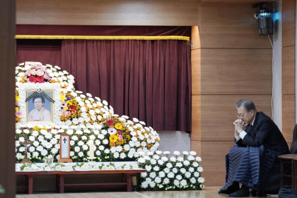 Moon mourns mother's passing