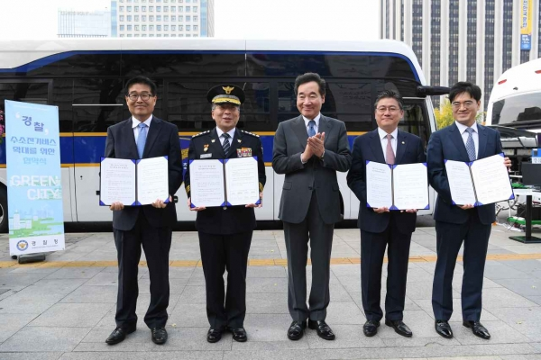 Hyundai unveils upgraded hydrogen bus for Korean police
