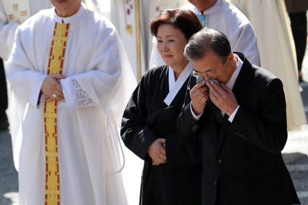 Funeral held for President Moon's mother