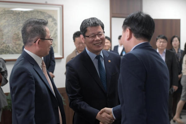 Unification minister gathers Kumgangsan tour operators' opinions