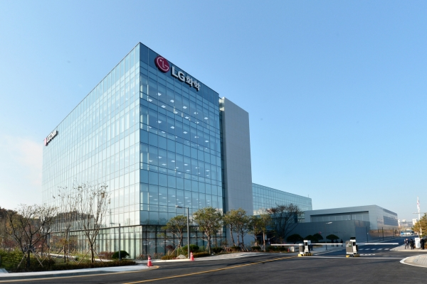 LG Chem opens Korea's biggest petrochemical tech center in Osan