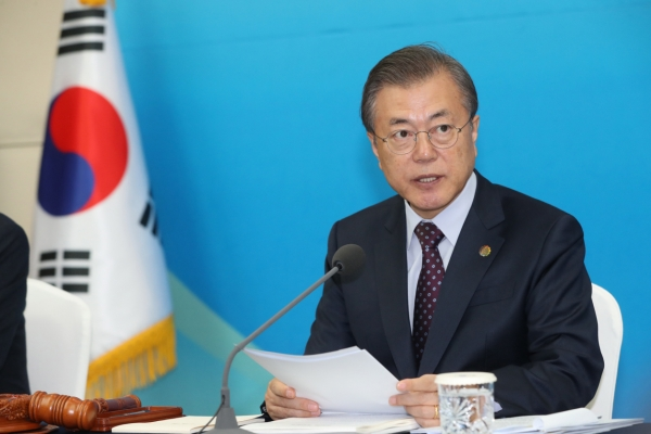 President Moon orders full efforts to retrieve bodies from chopper crash site