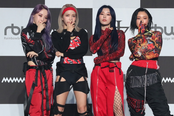 Mamamoo drops 2nd full-length album, 'reality in BLACK'
