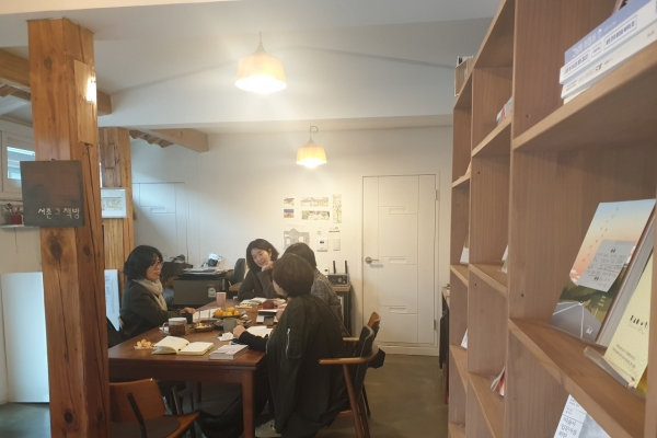 [Feature] Independent bookstores in Korea thrive, defying the dying paper industry