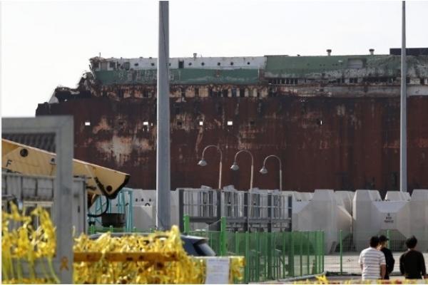 Prosecutors raid Coast Guard in Sewol probe